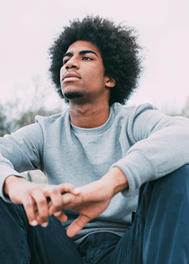Corte de pelo afro arriba
