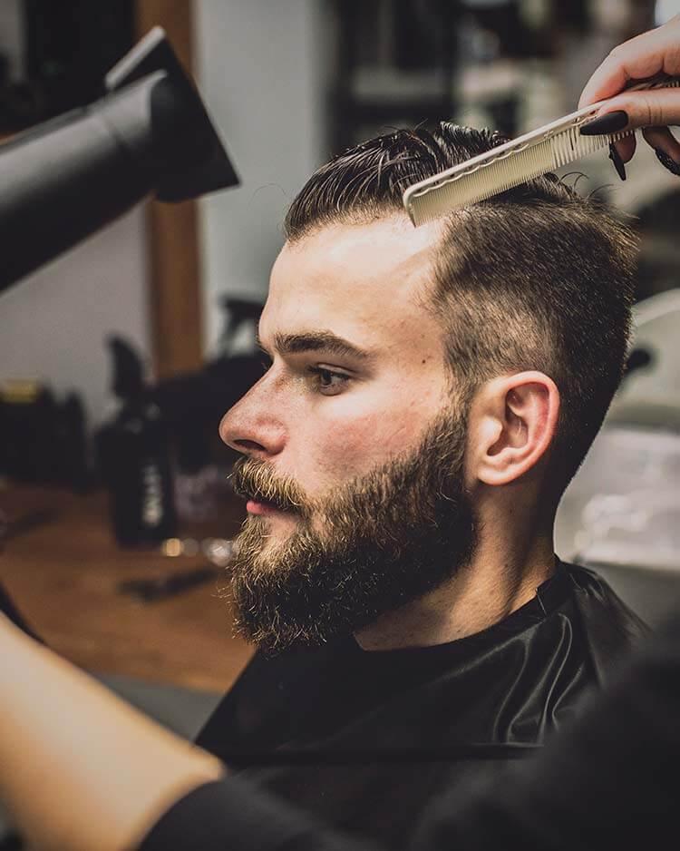 Corte de pelo a navaja peluquería Retiro