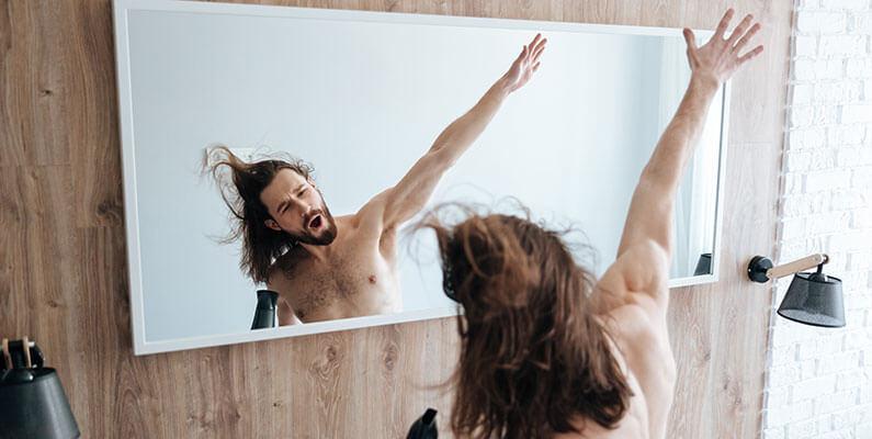 Cuidados para el pelo largo de hombre